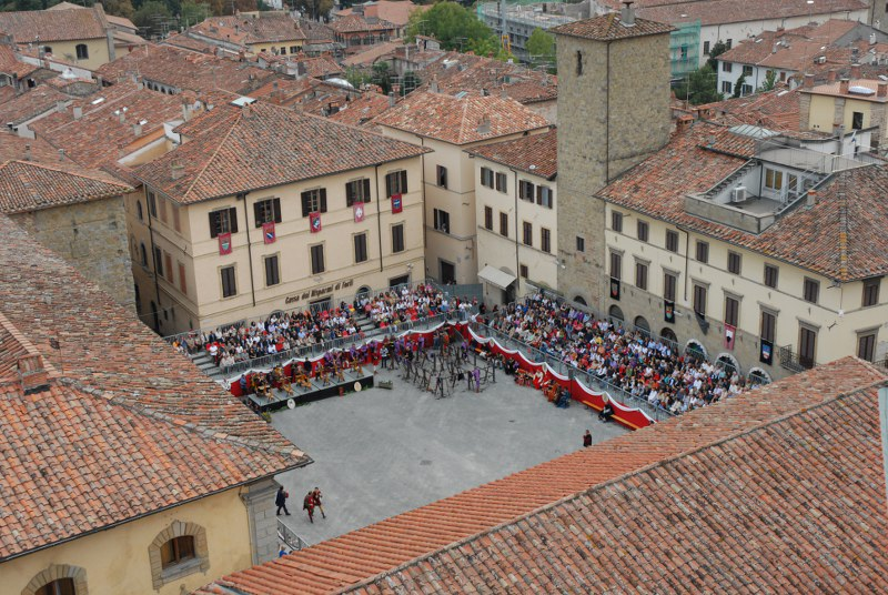 Piazza dal campanile